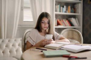 Social media depression affects teens who say they are constantly online